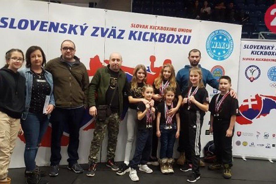 Ilustračný obrázok k článku Revúcki kickboxeri medzi 3 najlepšími na Slovensku. Vybojovali 15 medailí, FOTO