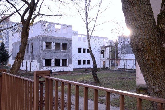 Ilustračný obrázok k článku Schátraný Senior dom na KVP čaká lepšia budúcnosť. Mestská časť hľadá nájomcu
