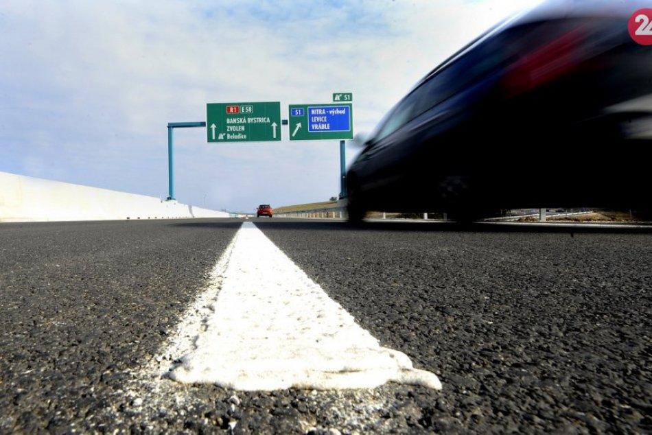 Ilustračný obrázok k článku Opitý cudzinec neušiel pozornosti dopravákov: Na R1 jazdil zo strany na stranu