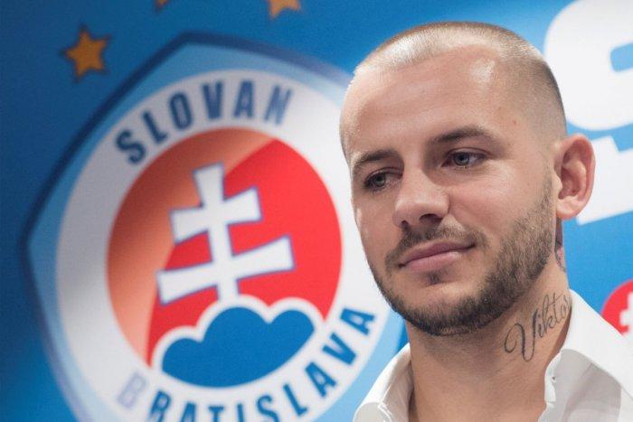 Ilustračný obrázok k článku Weiss uprednostnil Slovan pred Anglickom: Neuhádnete, aké číslo si vybral! FOTO