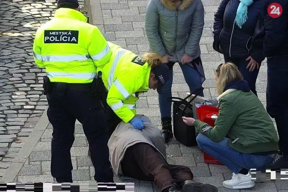 Ilustračný obrázok k článku Dramatické okamihy vo Zvolene: Mestskí policajti ratovali 90-ročného muža, FOTO