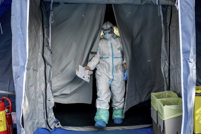Ilustračný obrázok k článku Prípady nákazy koronavírusom pribúdajú: V okrese Brezno je infikovaná mladá trojica