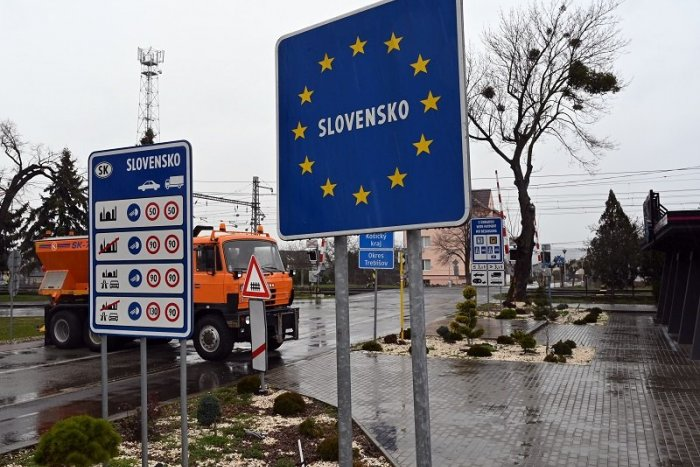 Ilustračný obrázok k článku SVET O SLOVENSKU: Ktoré štáty zavreli hranice a kde ľudia nemôžu na ulicu?