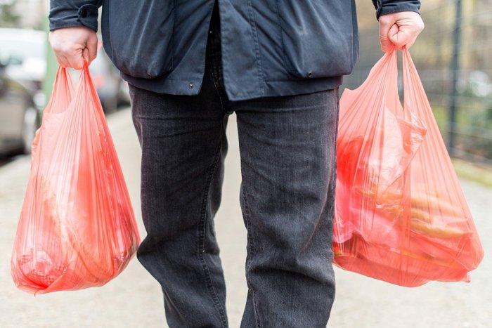 Ilustračný obrázok k článku Koronavírus: Donáška nákupov, obedov či liekov? Takto na to, radí Mesto Revúca