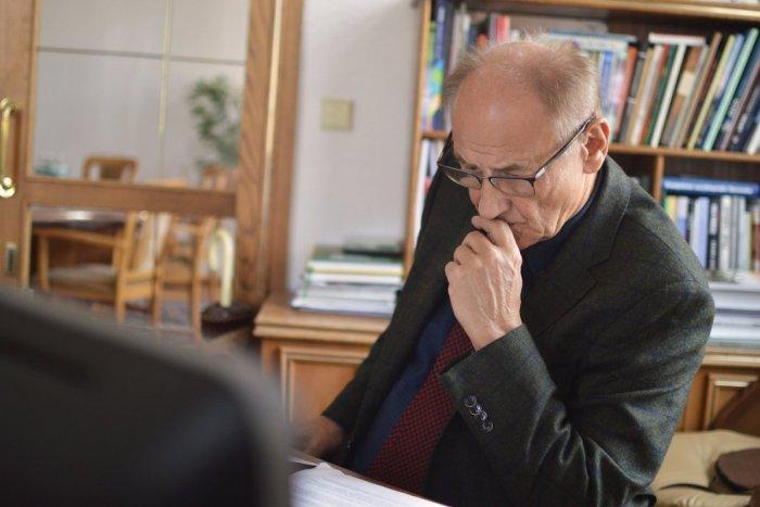 Ilustračný obrázok k článku Kornavírus: Ružomberské zastupiteľstvo nebude, primátor ho nezvolal
