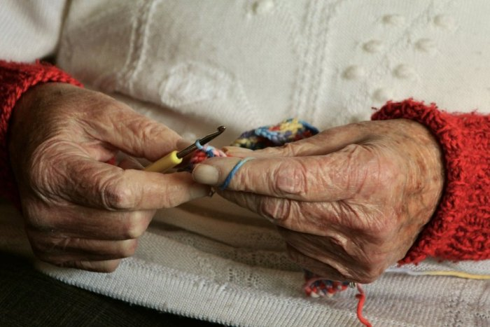Ilustračný obrázok k článku Revúca distribuuje rúška: Ujdú sa seniorom aj rómskym komunitám
