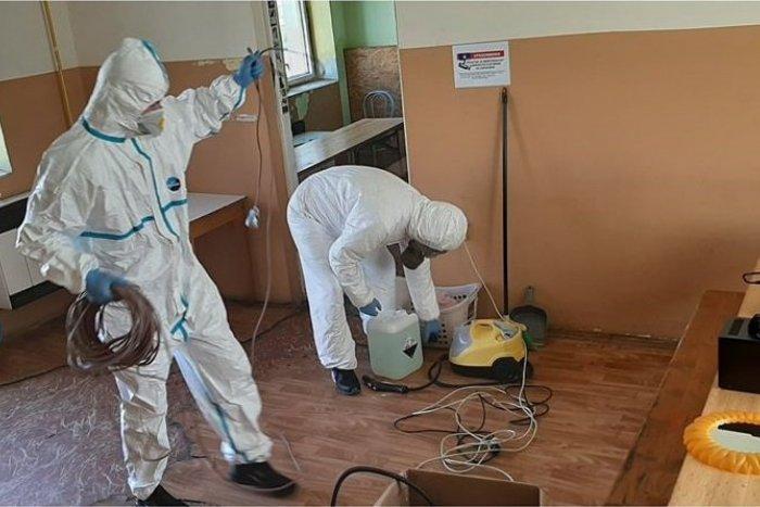Ilustračný obrázok k článku Boj Charity v čase pandémie. Pomáha aj samospráva