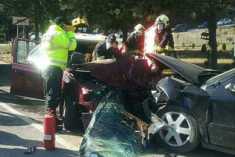 Ilustračný obrázok k článku Vážna nehoda pri Brezne: Po čelnej zrážke áut hlásia zranených, FOTO