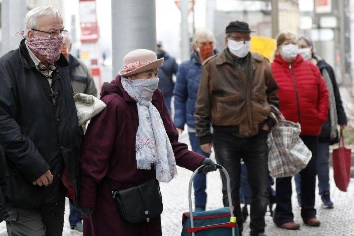 Ilustračný obrázok k článku Podvodníci zneužívajú pandémiu koronavírusu: Obeťou sú opäť dôchodcovia