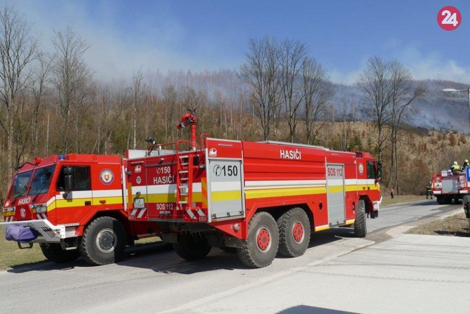 Ilustračný obrázok k článku Pri Novej Bani vypukol požiar: Oheň zničil plantáž vianočných stromčekov