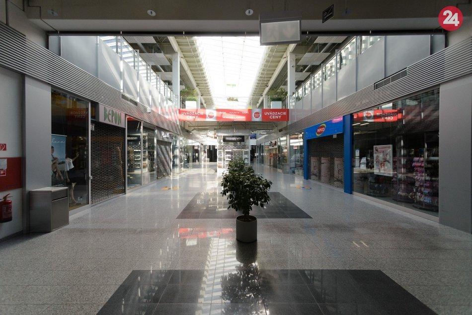 Ilustračný obrázok k článku Mesto duchov: Priestory obchodného domu zívajú prázdnotou, FOTO