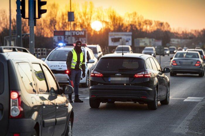 Ilustračný obrázok k článku Krušné chvíle pre vodičov: V Bratislave a okolí treba rátať s viacerými obmedzeniami