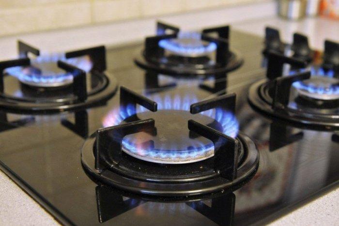 Ilustračný obrázok k článku Ľuďom klopú na dvere podomoví predajcovia energií. Na toto si dajte pozor!
