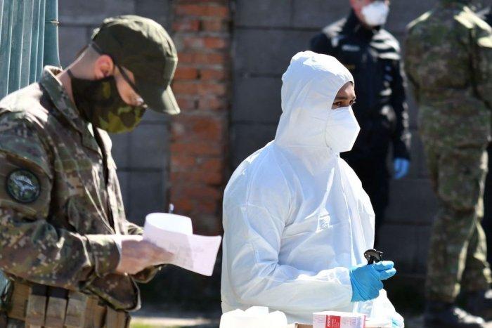 Ilustračný obrázok k článku Boj s koronavírusom: Na hornú Nitru povolali vojakov