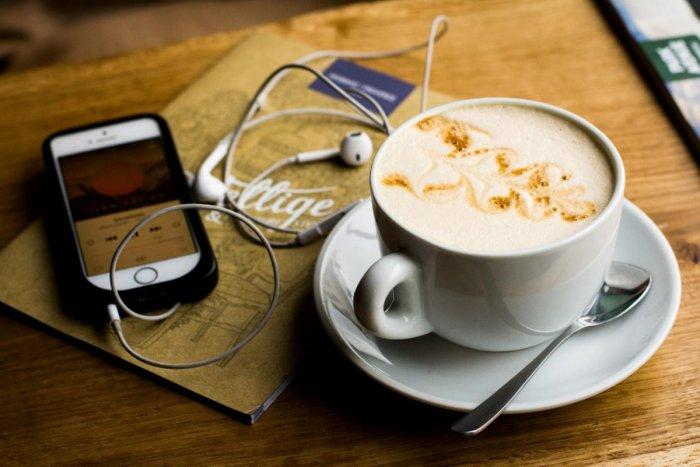 Ilustračný obrázok k článku Káva ako liek i zdravotné riziko: V akom ČASE pomáha a kedy škodí?