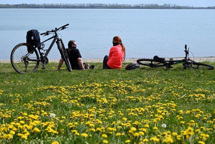 Ilustračný obrázok k článku Čo bráni výstavbe cyklotrasy okolo Šíravy?