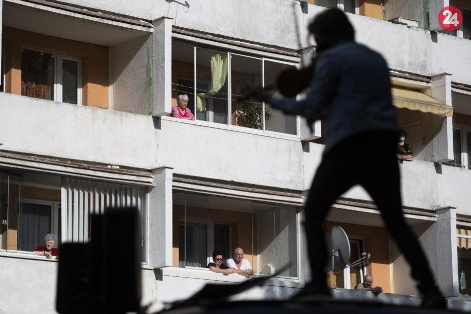 Ilustračný obrázok k článku Hudba pod oknami: Nenechajte si ujsť koncerty z dvorov slovenských sídlisk