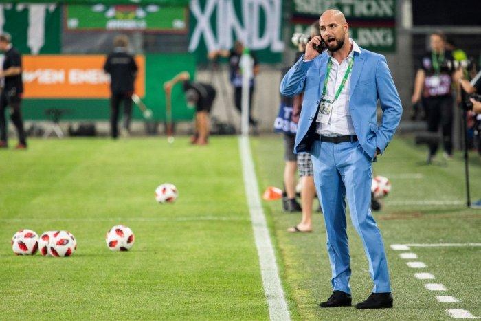 Ilustračný obrázok k článku Šéf futbalového Slovana v tom má jasno: Sezónu by sme mali dohrať, tvrdí Kmotrík mladší