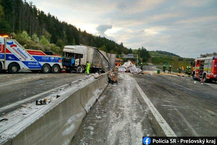 Ilustračný obrázok k článku Nehoda na D1 medzi Popradom a Prešovom: Prevrátený kamión odstavil dopravu, FOTO