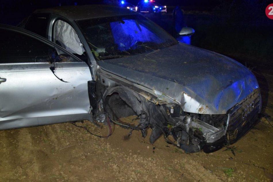 Ilustračný obrázok k článku Trenčan (25) skončil s autom po premetoch v poli: Má však väčší problém, FOTO