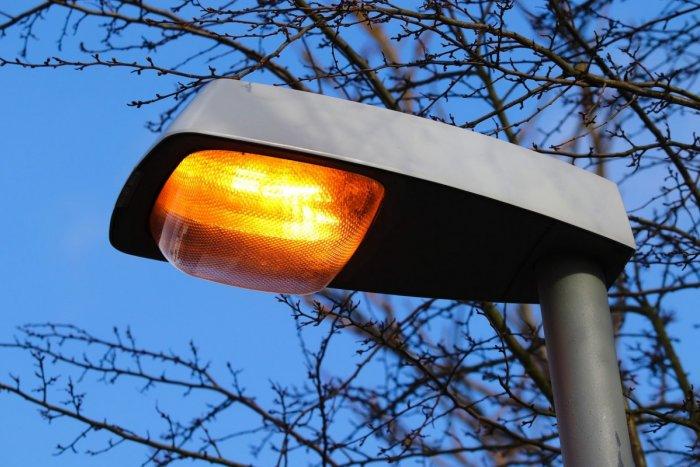 Ilustračný obrázok k článku V Handlovej úmyselne vypínali lampy: Postupne ich začínajú rozsvecovať