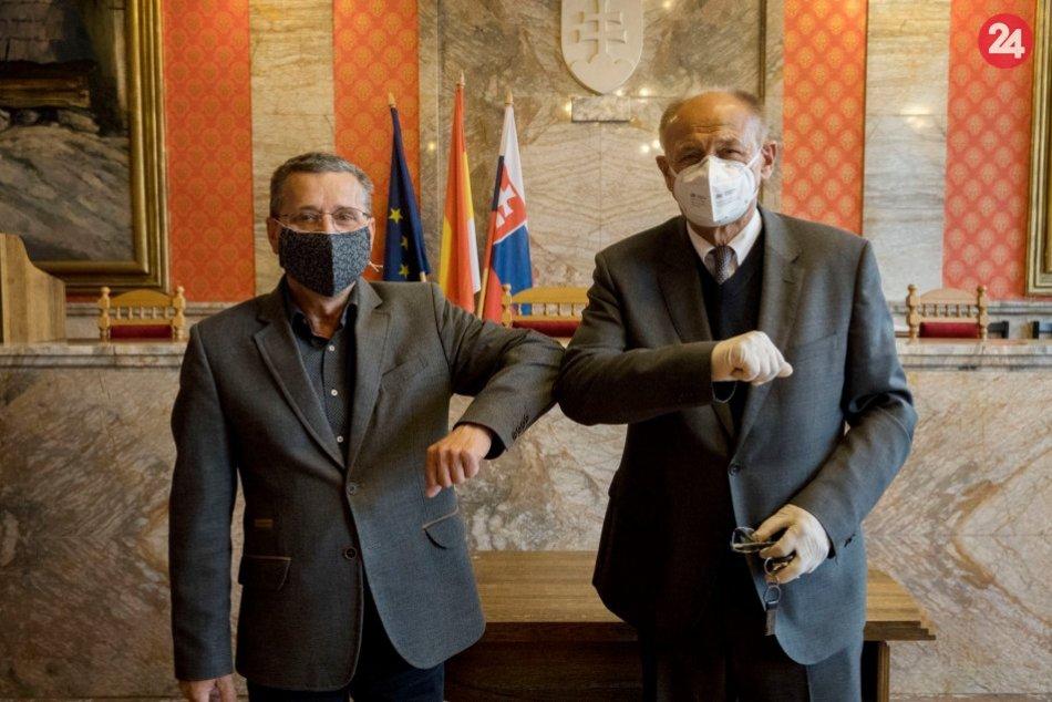 Ilustračný obrázok k článku Ružomberok má nového prednostu: Ide o známe meno z radnice, FOTO