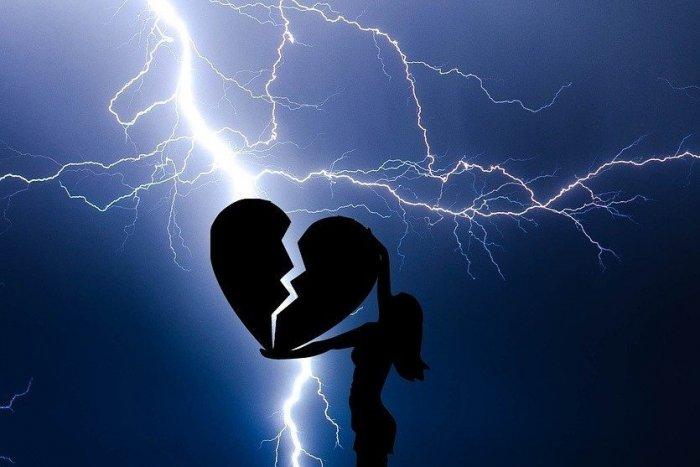 Ilustračný obrázok k článku Astrologička Valika: Koronakríza odhalila milenecké vzťahy, nevery a budú i rozvody