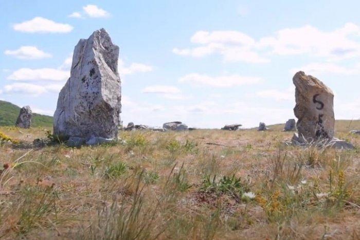 Ilustračný obrázok k článku Na výlet so sprievodcom: Poznáte zoborský Stonehenge? VIDEO