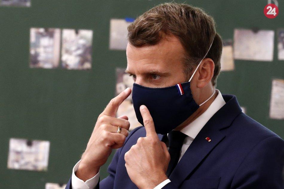 Ilustračný obrázok k článku Studená sprcha po francúzsky: Prezident Macron dostal FACKU od občana