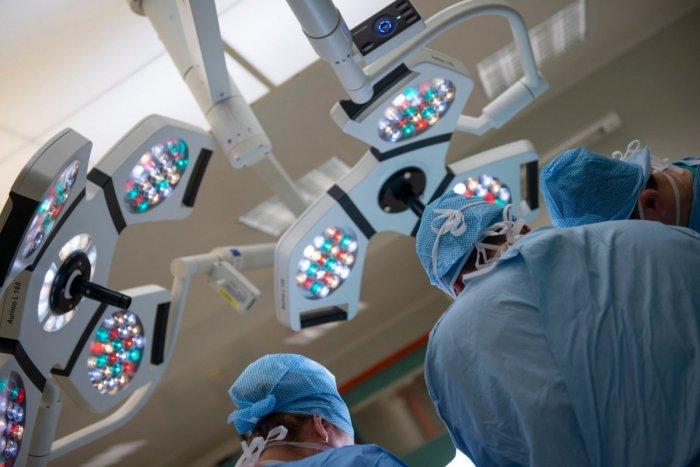 Ilustračný obrázok k článku Rooseveltova nemocnica zmierňuje opatrenia: Týka sa to operácií aj návštev