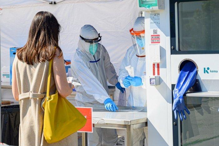 Ilustračný obrázok k článku Ďalších 13 nakazených koronavírusom: Brezniansky okres to opäť neobišlo