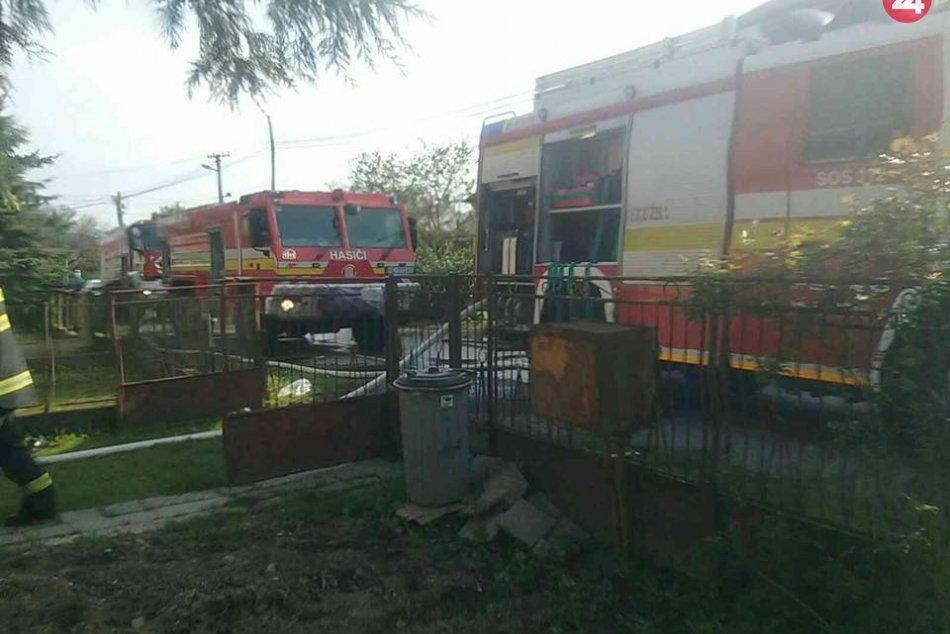 Ilustračný obrázok k článku Rodinný dom v plameňoch: Pri požiari zasahovala desiatka hasičov, FOTO