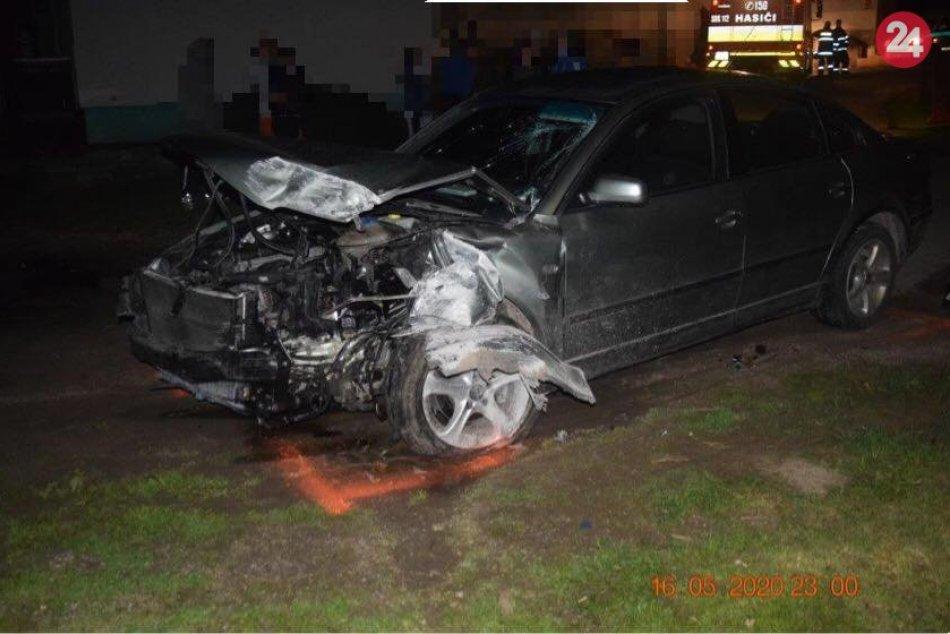 Ilustračný obrázok k článku Hrozivý dôsledok jazdy opitého vodiča: Pri Revúcej čelne narazil do domu, FOTO