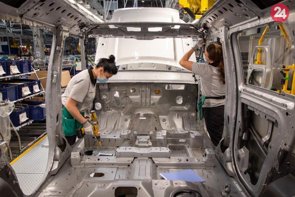Ilustračný obrázok k článku Jaguar zasiahla nedostupnosť polovodičov: Nitrianska automobilka PRERUŠILA výrobu