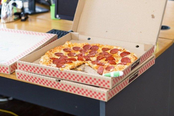 Ilustračný obrázok k článku SVET O SLOVENSKU: Mafiánska zásielka pizze za milióny eur