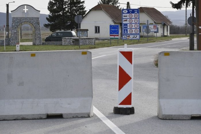 Ilustračný obrázok k článku Maďari zavreli hranice: Otvorených je len 6 priechodov, čo bude s pendlermi a letenkami?