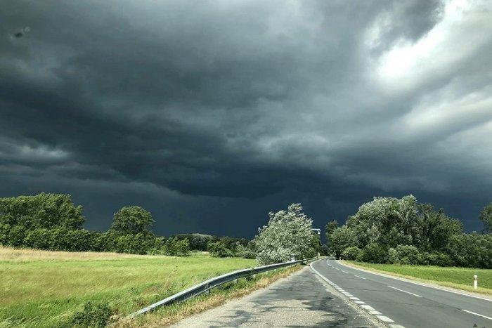 Ilustračný obrázok k článku Meteorológovia vydali II. stupeň výstrahy pre okres Spišská: Hrozia nám búrky s krupobitím