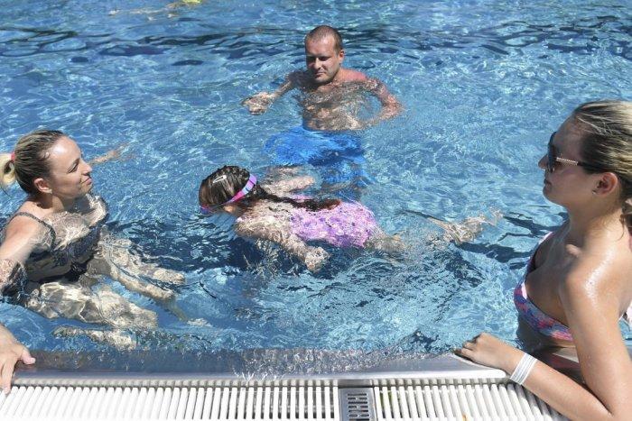 Ilustračný obrázok k článku Bystrické kúpalisko otvorili: Aký je CENNÍK a ktoré bazény sú v prevádzke?