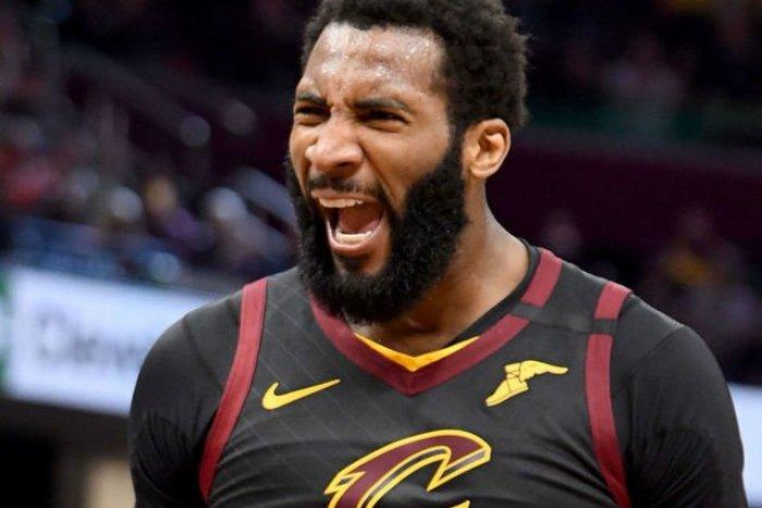 Ilustračný obrázok k článku Basketbalista Drummond sa nezdá: Neuhádnete, ako obšťastnil čašníčku?!