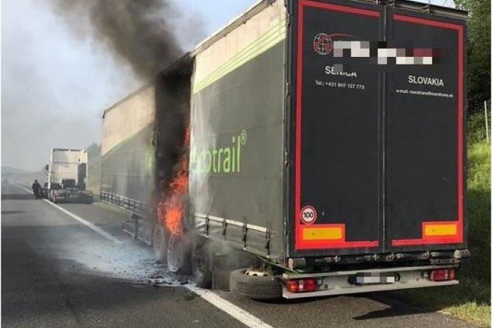 Ilustračný obrázok k článku POŽIAR na diaľnici D2! Cestu do Bratislavy blokoval horiaci kamión