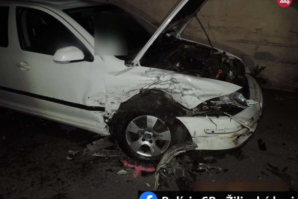 Ilustračný obrázok k článku Vodič si vypil a havaroval: Doplatil na to chlapec (16), ktorý s ním sedel v aute, FOTO