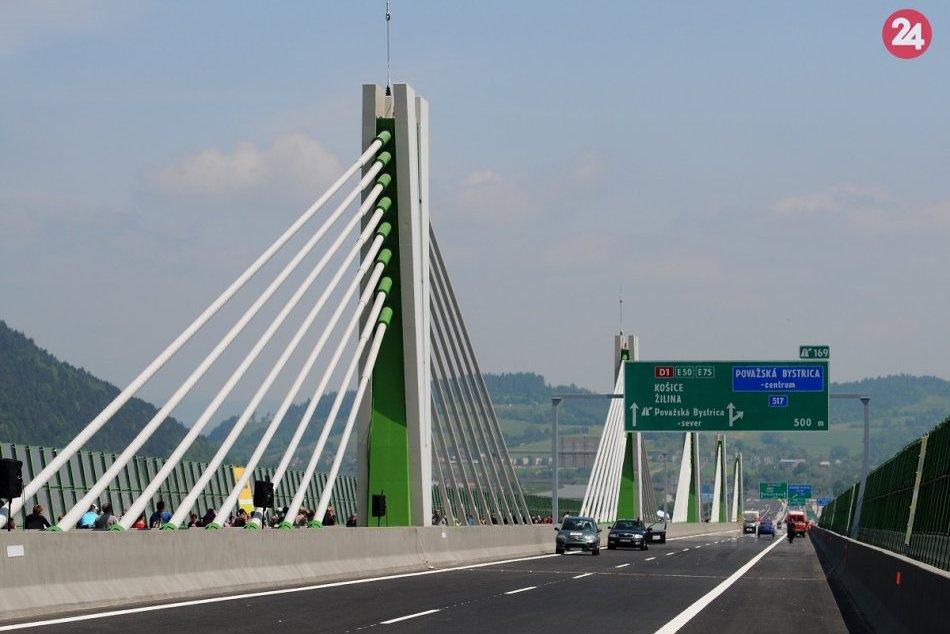 Ilustračný obrázok k článku Vodiči, pripravte sa na obmedzenia: Diaľnicu v Považskej Bystrici idú opravovať