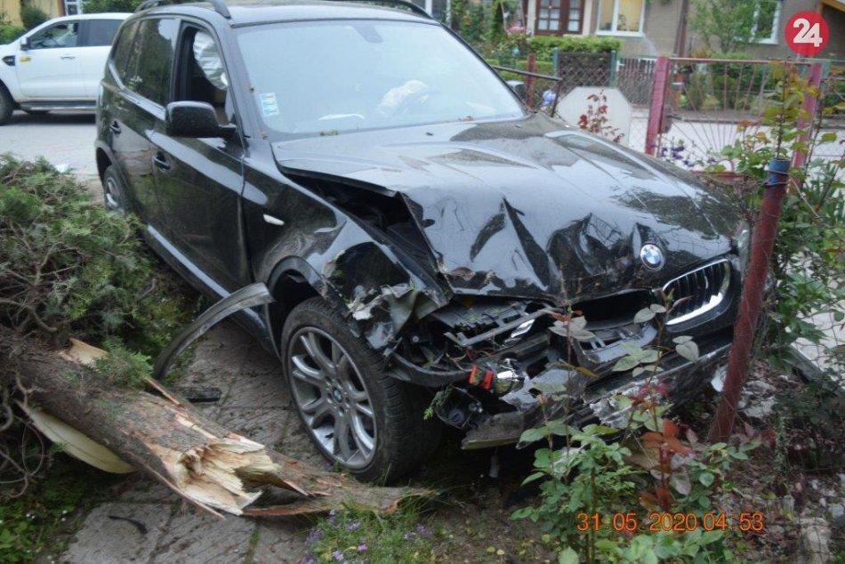 Ilustračný obrázok k článku Šoféroval napriek zákazu a opitý: V Revúcej zrámoval plot aj plynovú prípojku, FOTO