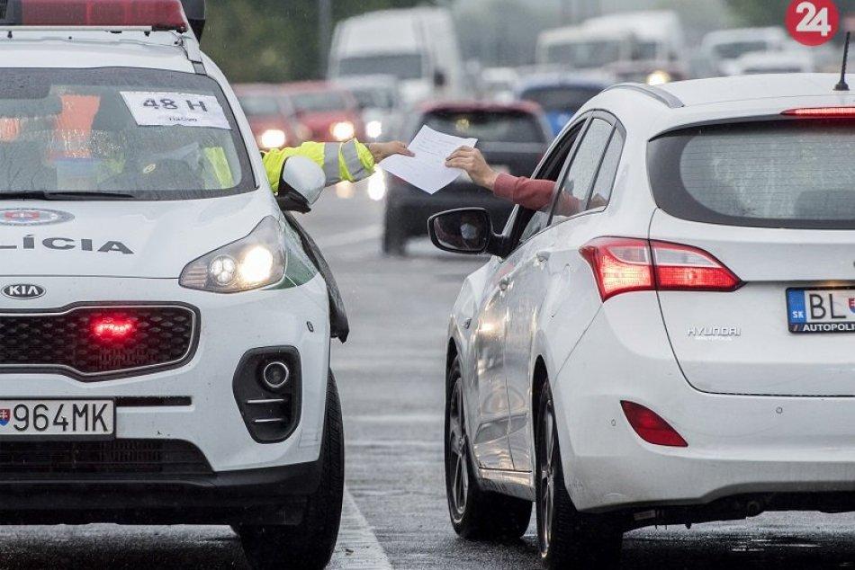 Ilustračný obrázok k článku Čakajú nás náhodné policajné kontroly na hraniciach s Českom: Hrozia mastné pokuty!