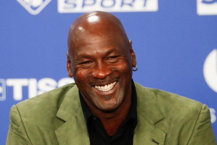 Ilustračný obrázok k článku Poriadne sa tresol po vrecku: Michael Jordan sa vzdal 100 miliónov pre dobrú vec!