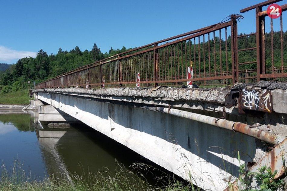 Ilustračný obrázok k článku Na moste ponad Váh zistili poruchy, cestu UZAVRÚ: Rekonštrukcia bude drahšia