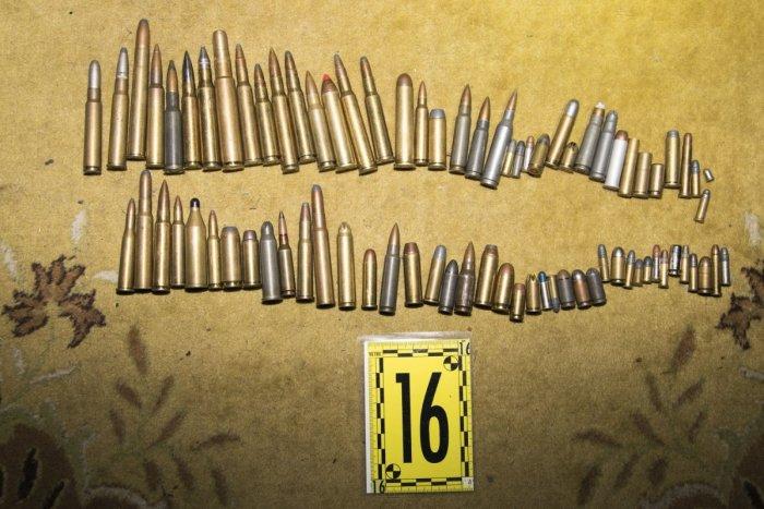 Ilustračný obrázok k článku Prekvapenie v prešovskom byte: Na Sekčove našli guľové zbrane a náboje!