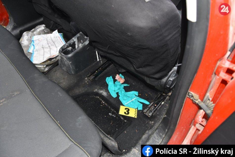 Ilustračný obrázok k článku Policajti v Mikuláši zbalili drogy troch ľudí: FOTO priamo z razie