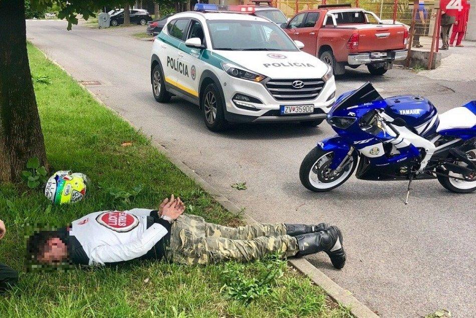 Ilustračný obrázok k článku Po Zvolene jazdil motorkár bez vodičáku: Policajtom sa pokúsil utiecť, FOTO