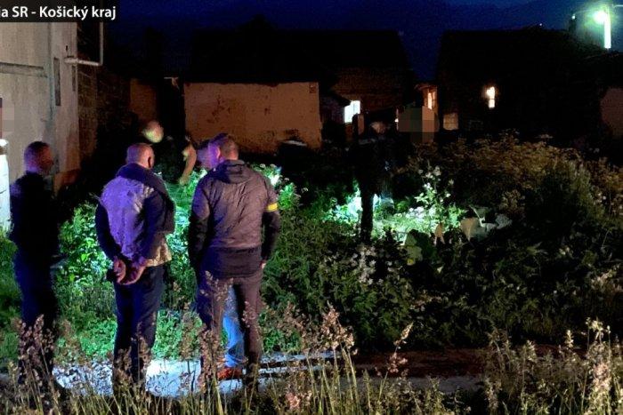 Ilustračný obrázok k článku Policajti chytili muža (60) až na poli za osadou: Ženu (39) dobodal nožom!